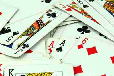 živé dealerské pokerové hazardné hry